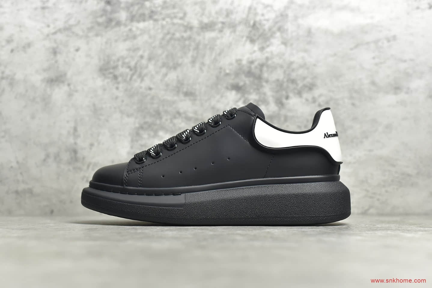 亚历山大麦昆黑色鞋面白色皮尾 Alexander McQueen亚历山大麦昆增高鞋-潮流者之家
