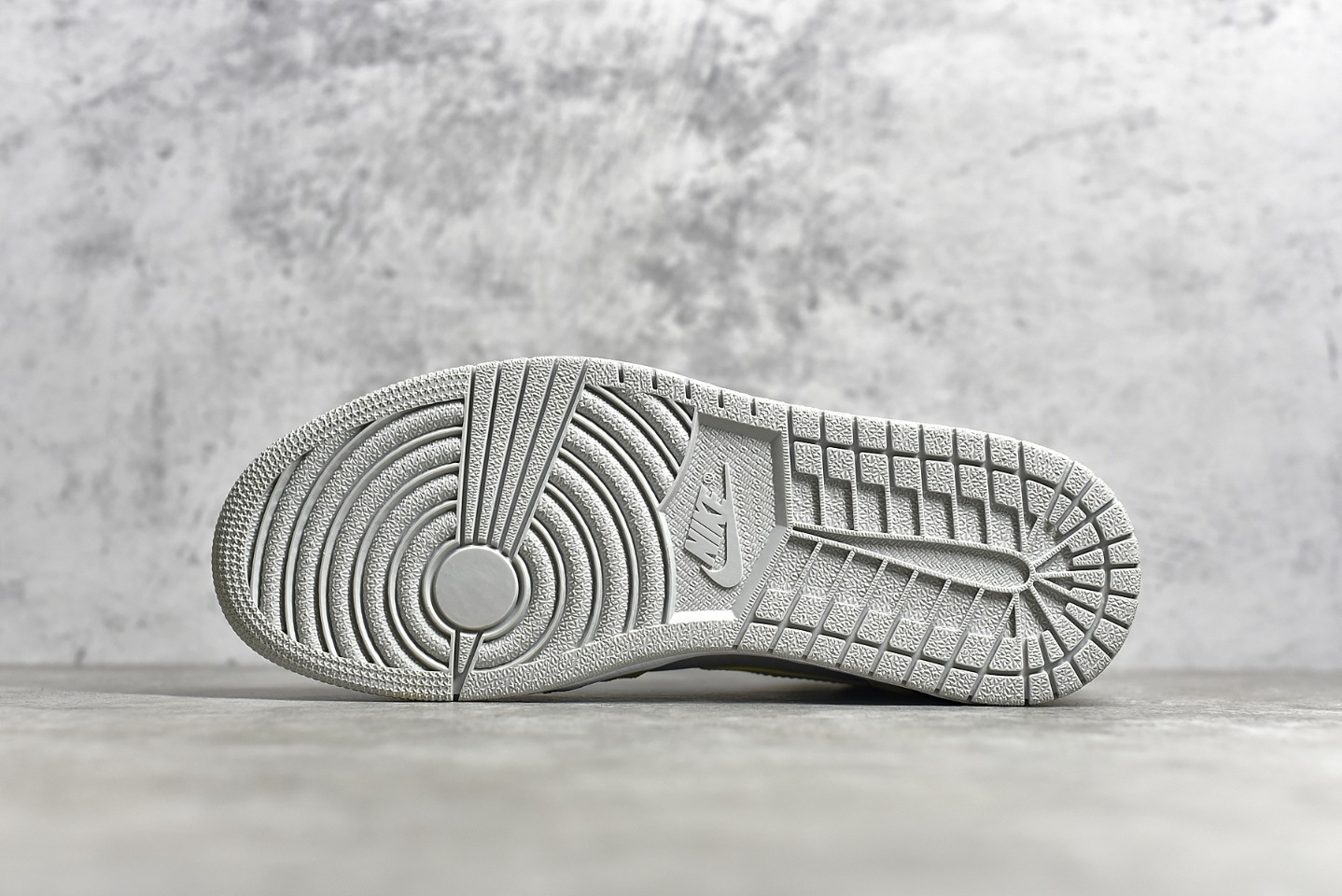 AJ1棕灰中帮鞋LC纯原版本 Air Jordan 1 Mid棕灰 AJ1麂皮灯芯绒材质搭配 货号:DA4666-001-潮流者之家