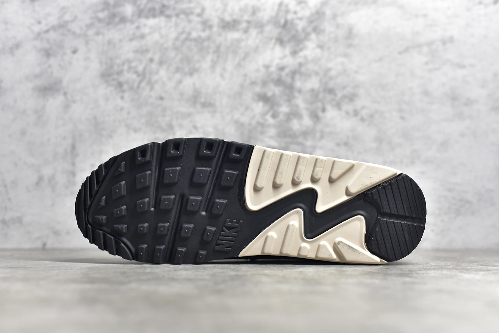 耐克MAX90黑金配色跑鞋 NIKE Air Max 90 气垫新配色耐克秋冬款 货号:DB9578-001-潮流者之家