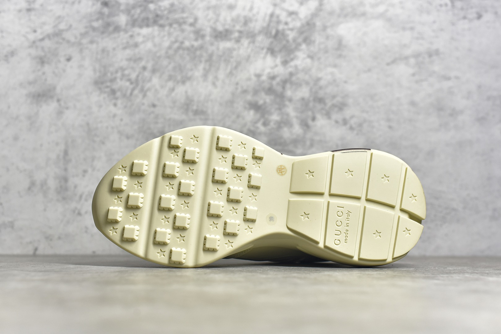 古驰米黄色唐老鸭老爹鞋 Gucci Rhyton Vintage Trainer Sneaker 古驰带芯片版本 东莞顶级版本古驰货源-潮流者之家