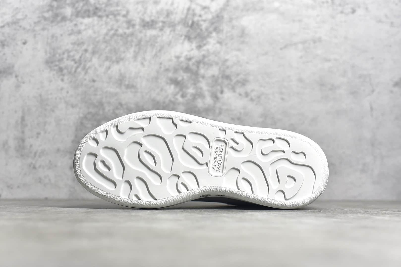 亚历山大麦昆粉尾小白鞋 Alexander McQueen sole sneakers 麦昆白色老爹鞋工厂直供-潮流者之家