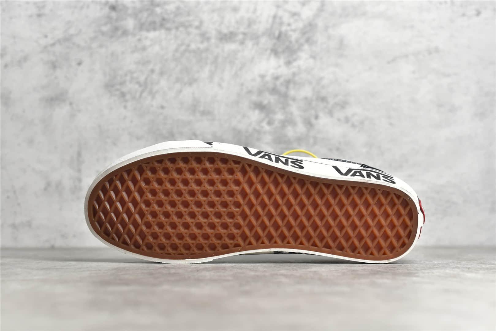 万斯半月包头黑白低帮帆布鞋 万斯真标硫化纯原版本 Vans Style 36黑白色 货号:VN0A3ZCJ9IG-潮流者之家