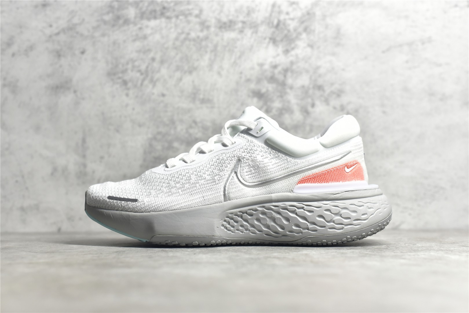耐克Zoomx跑鞋耐克瑞亚鞋款 Nike ZoomX Invincible Run FK 耐克白灰色轻跑鞋 耐克2021新款跑鞋 货号:CT2228-108-潮流者之家