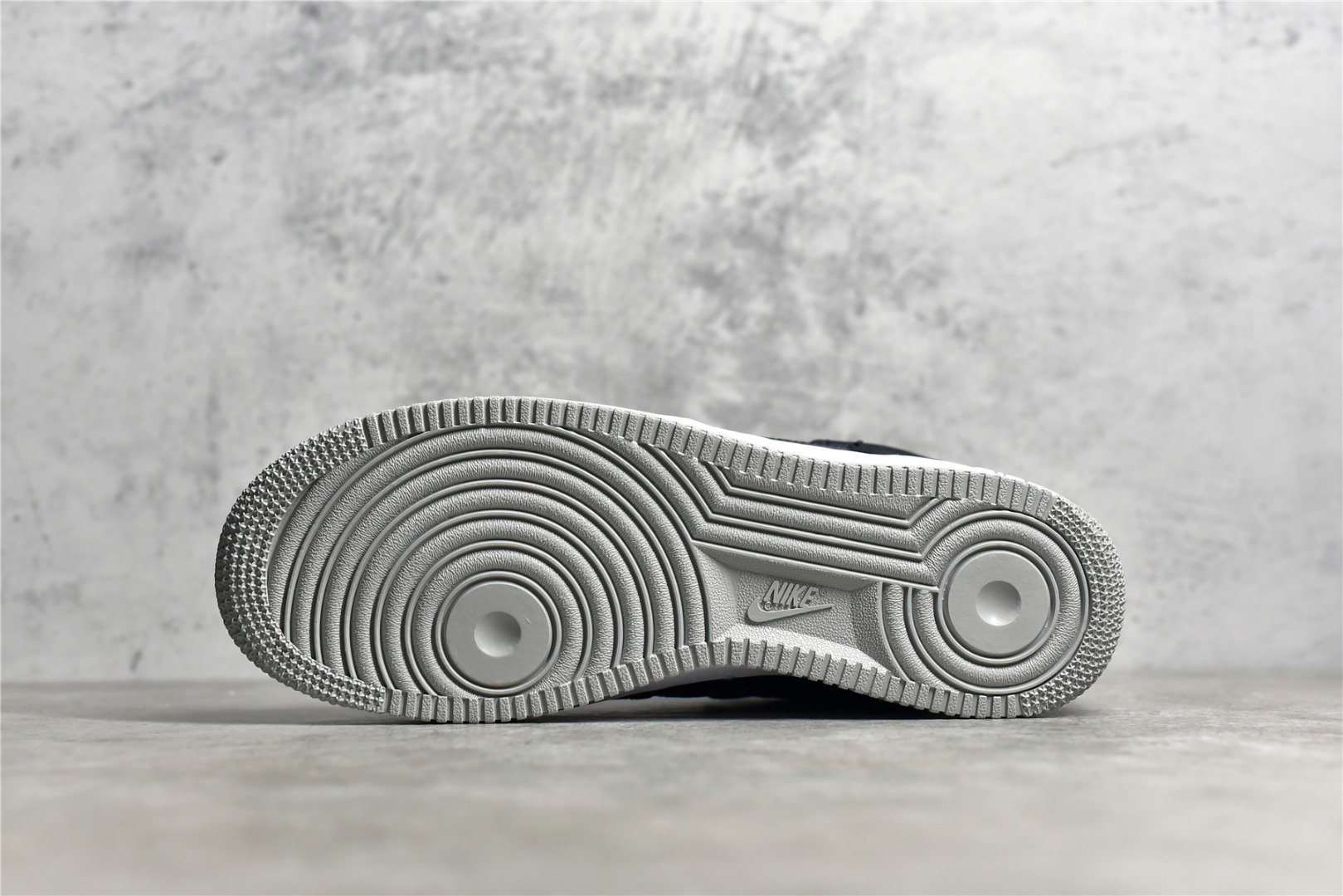 耐克空军影子灰低帮 Nike Air Force 1 Premium 影子灰配色 耐克空军黑灰低帮 货号:BQ6818-009-潮流者之家